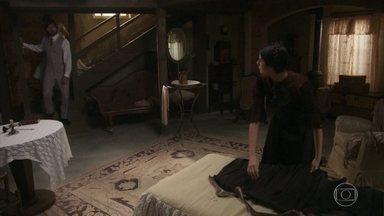 Rômulo pressiona Fani por verdade - A jovem pede para reunir toda a família Tibúrcio e promete não esconder nada