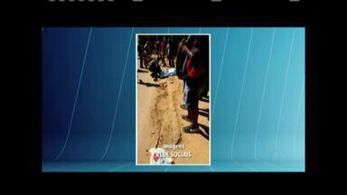 Motociclista morre após bater de frente com ônibus em Teófilo Otoni - Vítima não sobreviveu ao impacto e morreu no local após ter o pescoço quebrado; acidente aconteceu na Rua Gustavo Leonardo, no Bairro São Jacinto.