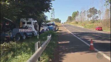 Dois acidentes assustam moradores de Santo Antônio da Alegria, SP - Dois acidentes na rodovia Altino Arantes ocorreram na cidade nos últimos dias. Em um deles, o motorista de um caminhão morreu.