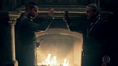 Otávio celebra com Virgílio a aliança com Rodolfo - Os dois desejam se vingar de Afonso