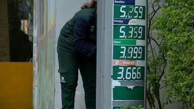 Preço do litro da gasolina ultrapassa R$5 em cidades do Rio Grande do Sul - Motoristas adotam prática de abastecer somente o necessário e deixam de encher o tanque.