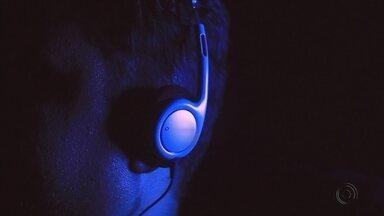 Especialistas de Marília confirmam que música ajuda no tratamento de hipertensão - Um estudo, que contou com a participação de pesquisadores da Unesp de Marília (SP), comprovou que a música também ajuda no tratamento da hipertensão e de outras doenças do corpo. Confira na reportagem.