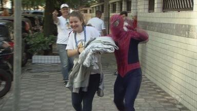 Carreata arrecada agasalhos para Campanha Metropolitana - Muita gente doou roupas e cobertores na porta de casa.