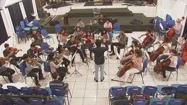 Jovens integrantes de orquestra buscam ajuda para realizar sonho - Músicos de Santos estão fazendo campanha para arrecadar fundos.