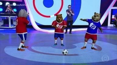 Felipe Titto foi conhecer os ursinhos do 'Central da Copa' - Saiba como os ursinhos e bonecos de jogadores do programa ganharam vida na televisão. O repórter experimentou a tecnologia e tirou conda como o avatar de Cristiano Ronaldo