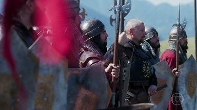 Tropas em campo para batalha - De ambos os lados, tropas avançam determinadas para uma batalha sangrenta