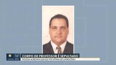 Professor é encontrado morto em Cristalina-GO - Rubens Guedes Memória foi assassinado na chácara dele. A polícia acredita que o professor foi vítima de latrocínio, roubo seguido de morte. O carro dele foi roubado.