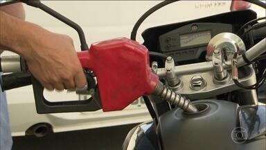 ANP não vai impor intervalo mínimo entre reajustes dos preços dos combustíveis - O diretor da Agência Nacional de Petróleo afirmou que fixar uma periodicidade para o reajuste do preço dos combustíveis não é uma medida eficaz. A ANP vai sugerir que os aumentos não sejam antecipados para evitar especulação.