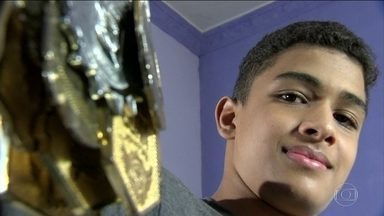 Menino quase desiste do jiu-jitsu por problema de visão, mas mundo da luta ajuda jovem - Ramon recebe doações para comprar lentes especiais.