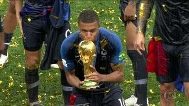 Destaque da Copa do Mundo com 19 anos, Mbappé mostra maturidade e não esquece suas origens - Destaque da Copa do Mundo com 19 anos, Mbappé mostra maturidade e não esquece suas origens