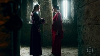 Diana pressiona Luciola a revelar o segredo - Luciola acredita que Catarina voltará para resgatá-la