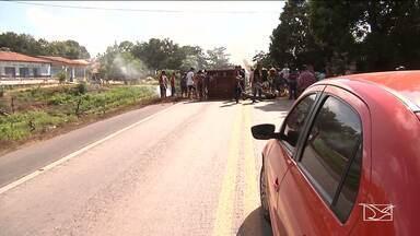 Protesto na zona rural de Pindaré-Mirim causa interdição da BR-222 - Repórter Jane Mendes possui mais informações.