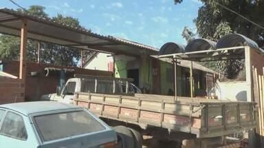 Polícia localiza clínica para dependentes químicos clandestina em Piracicaba - A clínica funcionava nos fundos de uma borracharia. O dono do local vai responder por maus tratos, desacato e resistência à prisão.