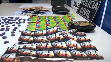 DJ suspeito de entregar drogas pelos Correios é preso por tráfico em Petrolina - A polícia encontrou 115 comprimidos de MD e 57 cartelas de LSD com o suspeito.