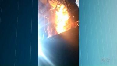 Fogo em show de Luan Santana em Cianorte assusta espectadores - Parte da decoração do palco pegou fogo, ninguém se feriu.