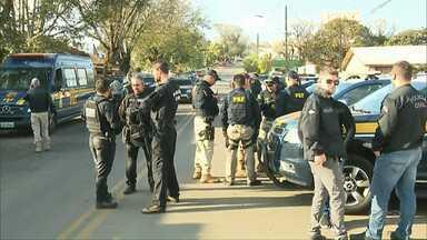 Polícias Civil e Rodoviária Federal fazem mega operação em Ortigueira - A operação é contra quadrilhas que assaltavam carros-fortes e caixas eletrônicos.