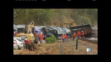 Após acidente, trem da estrada Vitória a Minas volta a circular normalmente nesta quinta - Um caminhão cruzava a passagem de nível em Resplendor (MG) quando foi atingido pelo trem de carga. O motorista morreu.