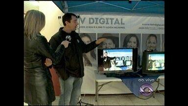 Ação da RBS TV esclarece dúvidas sobre TV Digital em Santa Maria - O sinal analógico de televisão vai ser desligado no dia 5 de dezembro em 9 cidades da Região Central do Rio Grande do Sul.