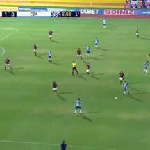 CSA troca 23 passes até empatar o jogo contra o Atlético-GO - Na jogada do primeiro gol do Azulão, no Estádio Olímpico, bola passa por 9 atletas até morrer no fundo das redes do goleiro Jefferson