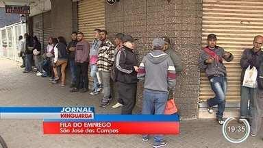 Abertura de 250 vagas em obra leva multidão ao PAT de São José - Obra é para a ponte estaiada no Jardim Colinas, que deve ter início até fim do ano.