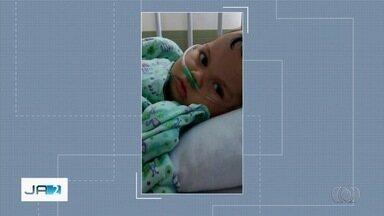 Pais denunciam que foto de filho morto é usada por desconhecidos para pedir dinheiro - Menino tinha hidrocefalia e faleceu quando tinha 9 meses. Casal diz que imagem foi retirada de uma campanha que eles fizeram na internet.