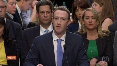 Facebook tem maior queda diária da história de uma empresa na bolsa de valores - O valor foi de US$ 119 bilhões. O mercado não reagiu bem depois que a rede social anunciou que está perdendo usuários devido a questões de privacidade e terá altas despesas para reforçar a segurança dos dados.