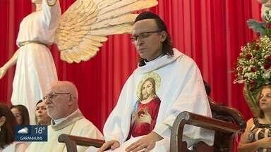 Padre Cosmo se despede da paróquia no Recife para ir a Roma - Religioso vai à capital italiana para se dedicar aos estudos em teologia e volta em quatro anos.