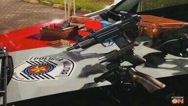 Força Tática encontra pistola, espingarda e 170 munições em casa de São Carlos, SP - Policiais militares cumpriram mandado de busca e apreensão no Residencial Samambaia.