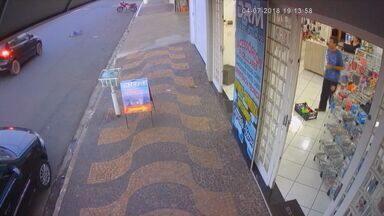 Câmera de segurança flagra menino de 3 anos sendo atropelado em Conchal, SP - Felizmente, a criança só teve um ferimento na testa.