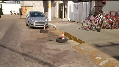 Veículos apreendidos são retirados de rua no centro de Gurupi - Veículos apreendidos são retirados de rua no centro de Gurupi