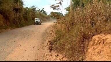 Falta de asfaltamento da estrada para Córrego Santa Fé, em Colatina, prejudica motoristas - Motoristas esperam alguma medida há anos.