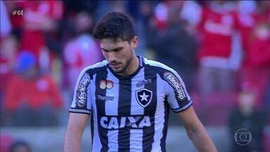 Botafogo leva passeio do Internacional e acumula sequência ruim no Brasileirão - Botafogo leva passeio do Internacional e acumula sequência ruim no Brasileirão