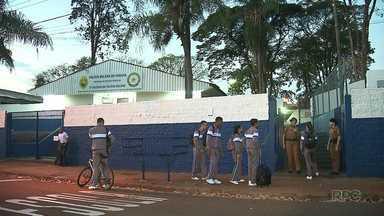 Alunos de escolas públicas voltam às aulas - Só nos colégios estaduais da região de Londrina são mais de 80 mil alunos.