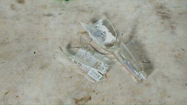 Garrafas quebradas e agulhas causam ferimentos em coletores de lixo - Em Londrina, cerca de 180 acidentes desse tipo são registrados por ano.