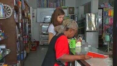 Consumidores buscam economizar nas compras de material escolar para volta às aulas - Veja mais notícias em g1.com.br/ce