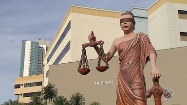 Advogada Emanuelle Alves Ferreira da Silva é presa nesta segunda-feira em Campo Grande - A advogada responde o inquérito por estelionato e formação de quadrilha.