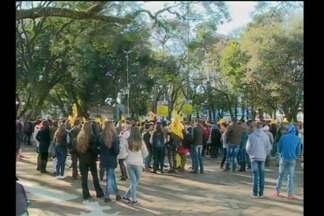 Mobilização do Cpers em Santa Rosa - Professores, estudantes e profissionais da área da educação protestam no centro da cidade.