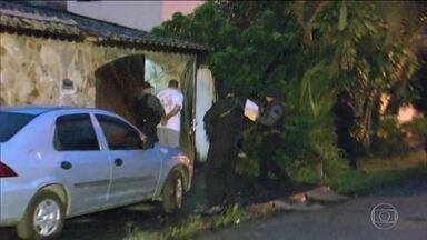 Polícia Civil faz operação contra milicianos na Baixada Fluminense - A quadrilha é suspeita de extorquir comerciantes e moradores da região de Itaguaí.
