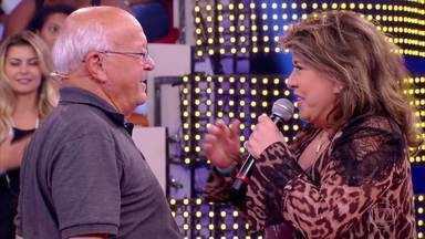 Seu João conhece Roberta Miranda - O avô de Fernando Fernandes celebra e curte os musicais da cantora com a família