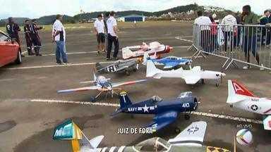 Aerofest é realizado em Juiz de Fora neste fim de semana - Evento no Aeroporto da Serrinha conta com apresentação de aeromodelos, show de paraquedismo, exposição de aeronaves e esquadrilha da fumaça.