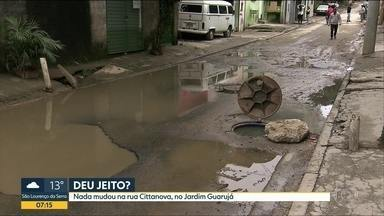 Um mês depois, equipe do Bom Dia volta em rua do Jardim Guarujá e constata que nada mudou - Rua continua com problemas de drenagem e buracos. Prefeitura Regional do M'Boi Mirim diz que vai fazer projeto para drenar a rua.