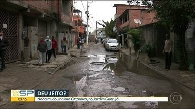 Deu jeito? Rua na Zona Sul de SP continua cheia de água suja - Problema na Rua Cittanova, no Jardim Guarujá, continua.