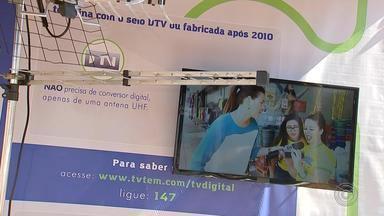 Blitz da TV TEM explica sobre o sinal digital em Palmares Paulista - Uma blitz da TV TEM está sendo realizada em Palmares Paulista (SP) para orientar os moradores sobre a implantação no sinal digital.