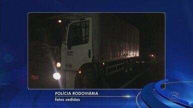 Polícia prende ladrões com caminhão roubado carregado com eletroeletrônicos em Itu - Duas pessoas foram presas, na noite desta quarta-feira (8), após roubarem uma carga de eletroeletrônicos avaliada em R$ 600 mil. Os criminosos foram localizados no quilômetro 83 da Rodovia Castello Branco em Itu (SP).