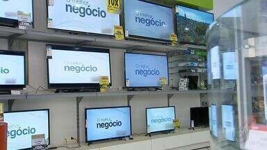 Fim do sinal analógico aumenta venda de TVs e conversores no Centro-Oeste Paulista - O sinal analógico de TV vai ser desligado em Marília e em 87 cidades na região no dia 28 de novembro. Como ninguém quer perder o sinal digital, as lojas da região estão aproveitando o aumento nas vendas de TV e também de conversores de sinal.