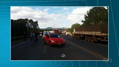 Acidente envolvendo quatro veículos deixa uma pessoa ferida em União da Vitória - Um dos carros envolvidos no acidente era da Secretaria de Saúde de Porto Vitória