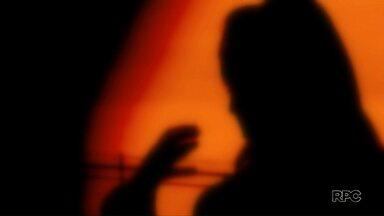 Mulheres enfrentam dificuldades na hora de fazer denúncia em delegacias do Paraná - Levantamento da Ordem dos Advogados do Brasil revela que muitas mulheres voltam para casa sem formalizar a denúncia.