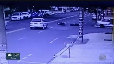 Ribeirão Preto registra 27 mortes em acidentes de moto em 2018 - Câmeras de segurança flagraram mais uma colisão nesta semana.