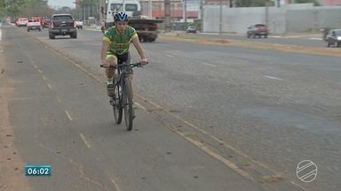 Ciclofaixa em avenida de Campo Grande tem até 'quase crateras' - Ciclistas que passam pelo local falam do perigo. Quem utiliza a bicicleta como meio de transporte explica os benefícios do meio de transporte.