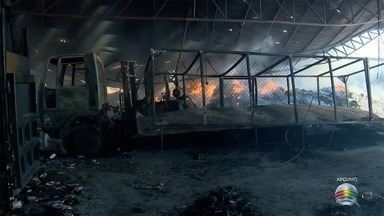 Laudo sobre incêndio na Cooperlix é concluído - Chamas destruíram barracão no Distrito Industrial de Presidente Prudente.
